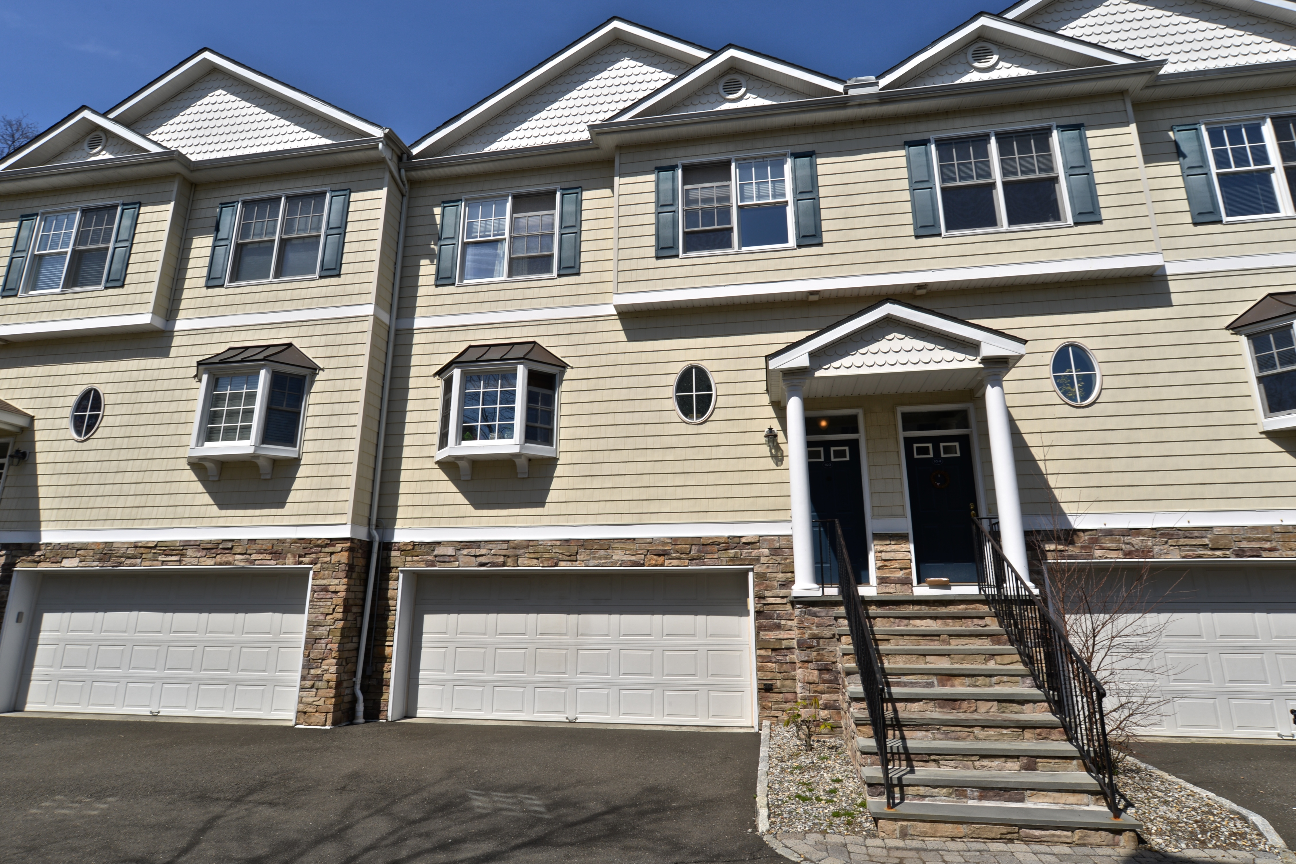 Large Townhome near Candlewood Lake in Danbury,CT