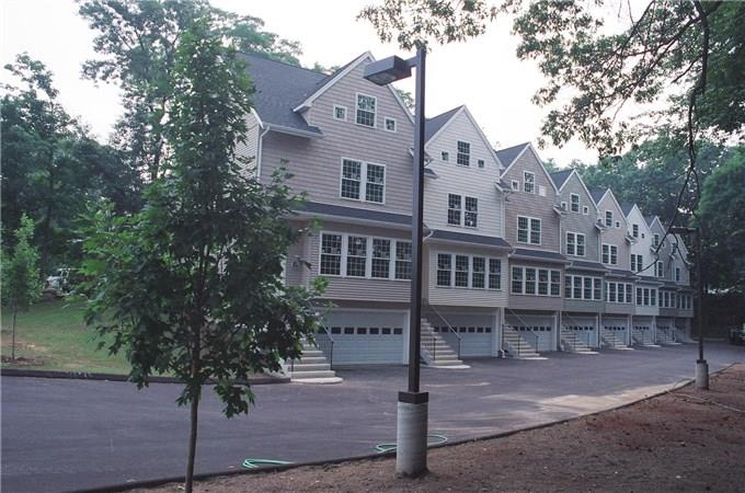 Candlewood Lake Area Townhomes in Danbury,CT