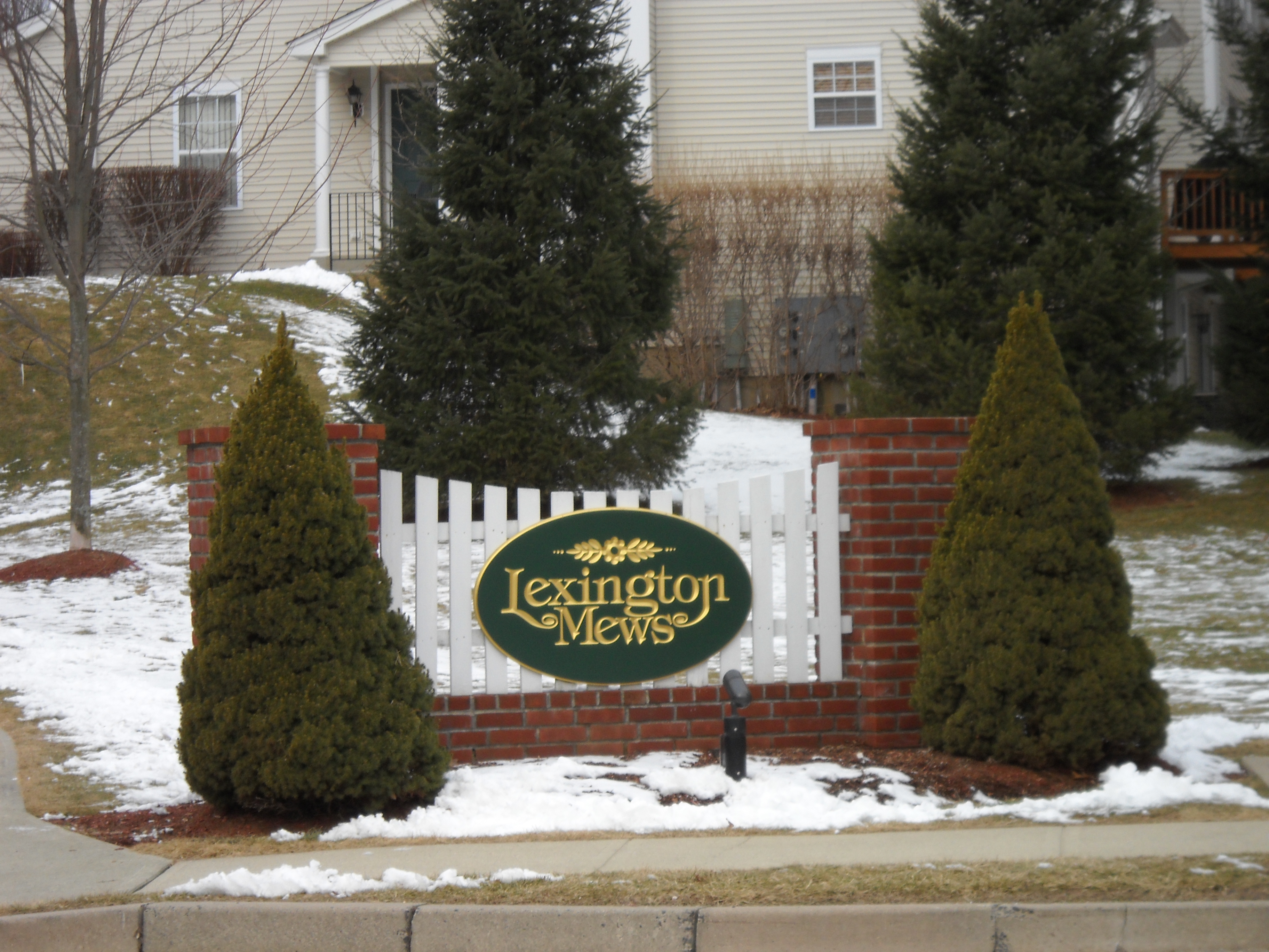 Value added 3 bedroom townhome near Federal Road:Lexington Mews Danbury CT