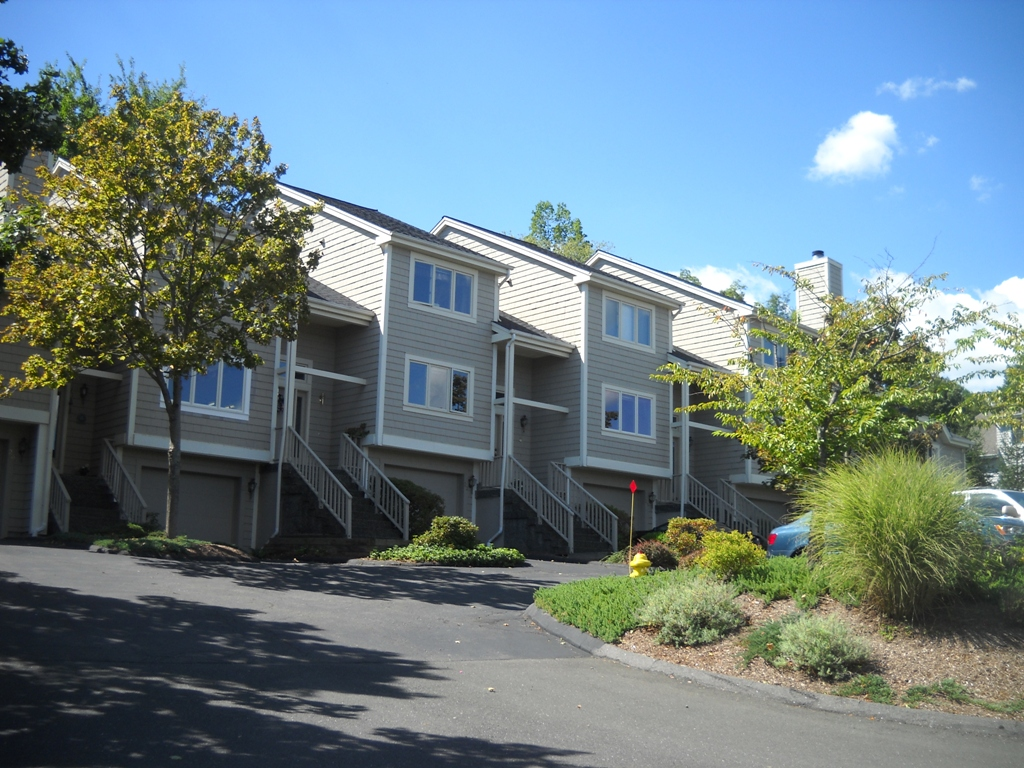 Lake Place 2 Bedroom Townhome Danbury,CT-Well Maintained Neighborhood