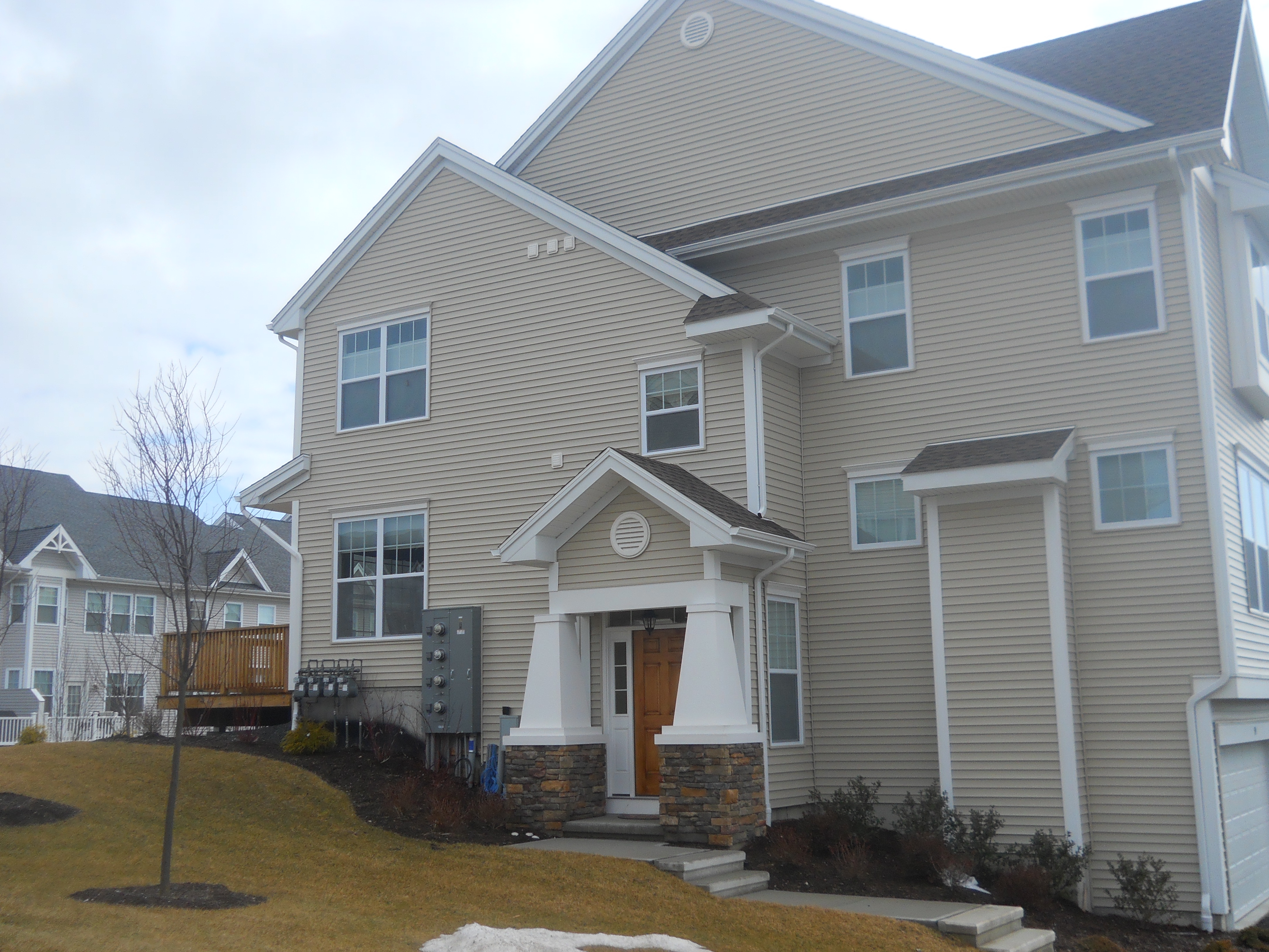 End Unit at Timber Oaks Danbury, CT:Open Floor Plan and Lots Of Upgrades