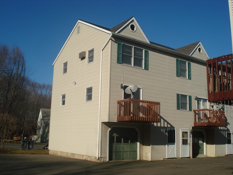 2 Bedroom End Unit Townhome With 2 Car Tandem Garage