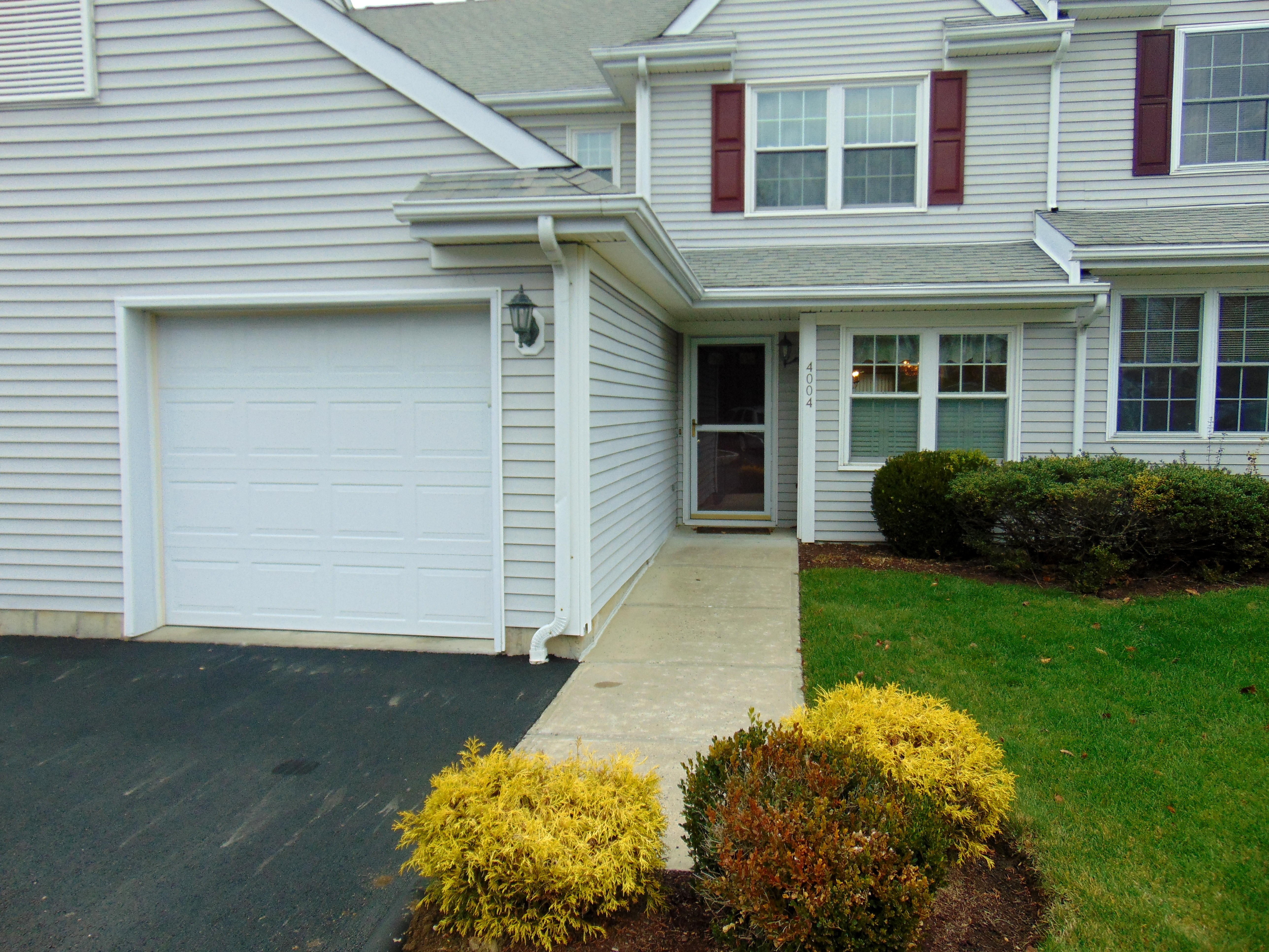 Chestnut Model in Sterling Woods Danbury,CT With Main Level Entr