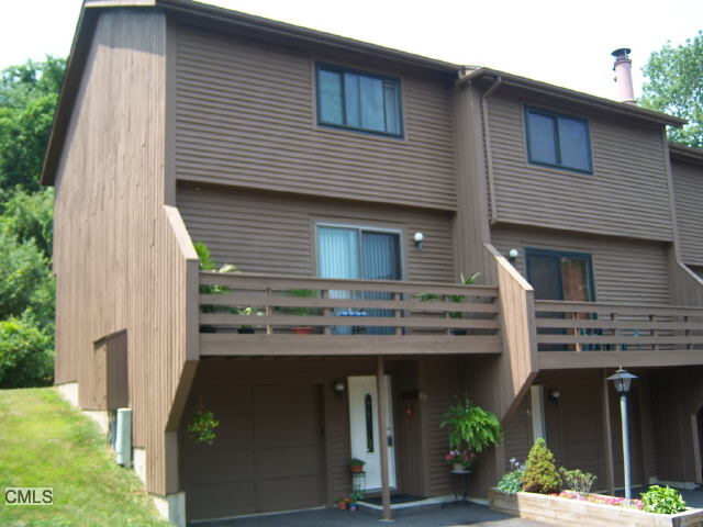 End Unit Townhome at Autumn Ridge Danbury CT